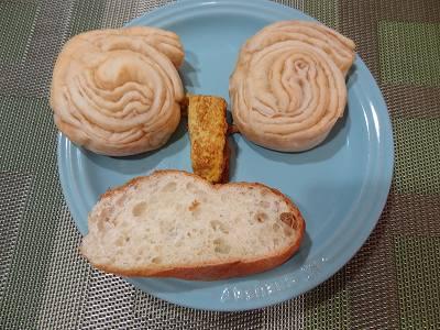 朝のパン.jpg
